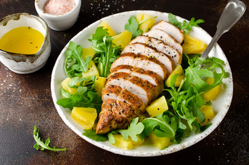 Grilled chicken breast with pineapple and arugula