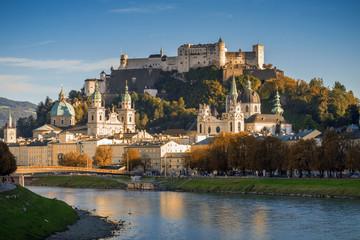 Festung Hohensalzburg mit salzburger Altstadt im Herbst, Österreich