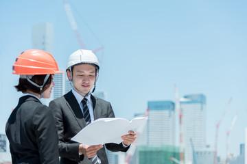 建設業で働く人々(男性・女性)