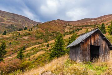 Holzhütte am Berg