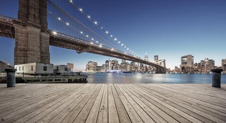 Fototapete - empty street with bridge in new york