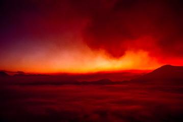 Feuerroter Himmel am Gunung Bromo