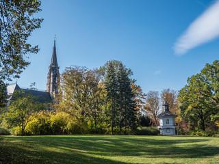 Lukaskirche mit Teehaus in Oberplanitz bei Zwickau