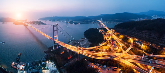 Tsing Ma Bridge at sunset in Hong Kong. Fotomurales