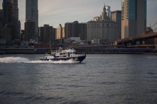 bateau de police New-York