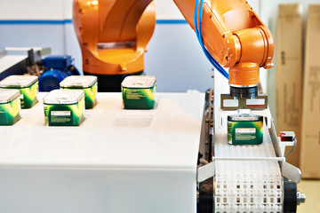 Automatic robot manipulator in factory