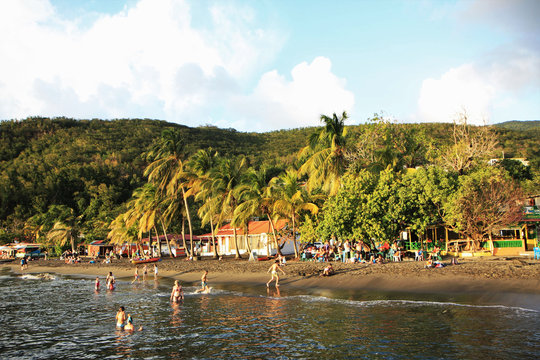 Guadeloupe, fin de baignade sur la plage de Malendure