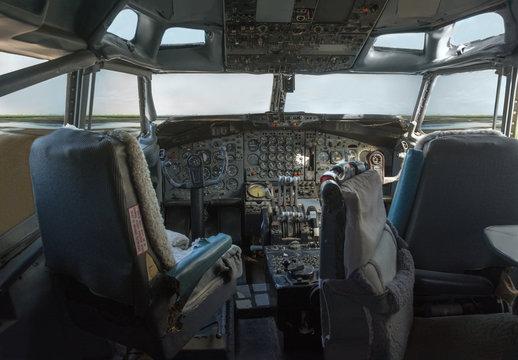 Cockpit of a 747 jumbo jet