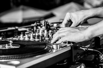 DJ konsola