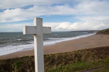 The cross near loe bar in cornwall england uk near the coast