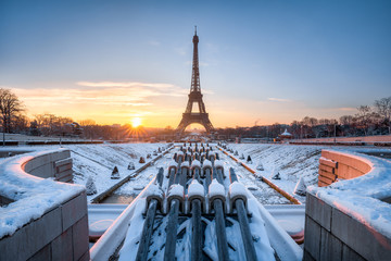 Wall Mural - Eiffelturm im Winter, Paris, Frankreich