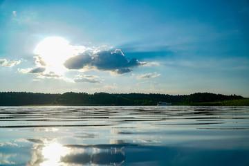 Stilles Wasser in der Sonne