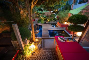 Privater Garten Sommerabend