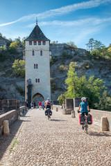 A vélo sur le Pont Valentré à Cahors