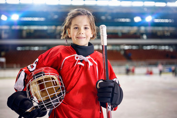 young girl hockey players.