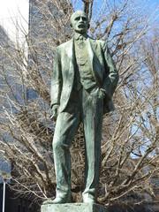東京大学本郷キャンパスにあるジョサイア・コンドル像
