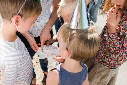 kids reading a map on treasure hunt