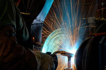 saldatura industriale lavoro metalmeccanico