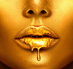 Zelfklevend Fotobehang Fashion Lips Gold paint drips from the sexy lips, golden liquid drops on beautiful model girl's mouth, creative abstract makeup. Beauty woman face