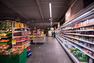 In de dag Muziekwinkel people shopping in modern supermarket