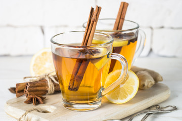 Foto auf AluDibond Tee Autumn hot tea with lemon and spices