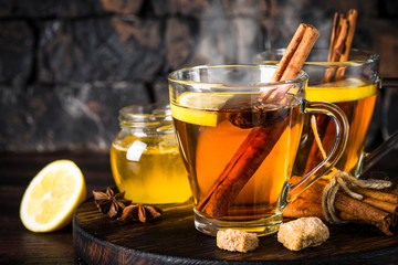 Foto op Plexiglas Thee Autumn hot tea with lemon and spices