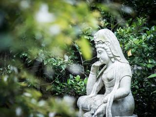 考える彫像