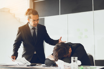 Manager shouting to employee while mistake working.