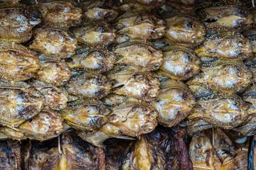 Laos - getrocknete Fische auf der Fahrt von Vang Vieng nach Vientiane