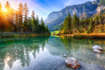 Photo sur Aluminium Lac / Etang Fantastic autumn sunrise of Hintersee lake
