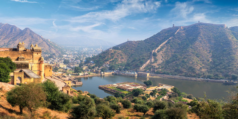 Wall Mural - View of Amer Amber fort and Maota lake, Rajasthan, India