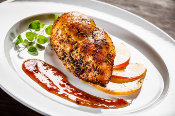 Grilled chicken fillet with apples