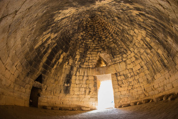 Ruins of ancient Greek tomb in Mycenae on Peloponnese, Greece Fototapete