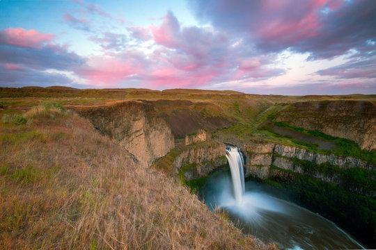 Palouse falls at sunset - Washington state