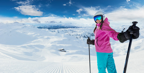 Foto op Plexiglas Wintersporten Young caucasian woman skier in European Alps