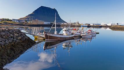 Fotorolgordijn Poort Island, Fischerboote im Hafen von Grundarfjördür