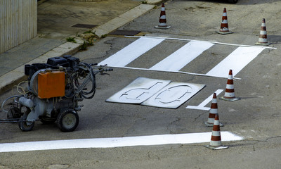 Spraying machine for execution of road signs, crosswalks etc.