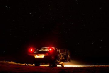 pickup at night on the beach Fotomurales