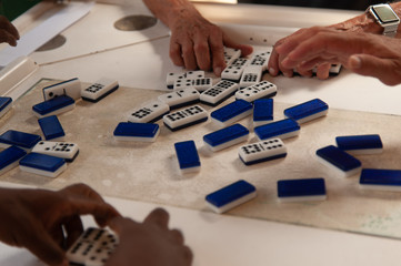 playing domino Calle ocho