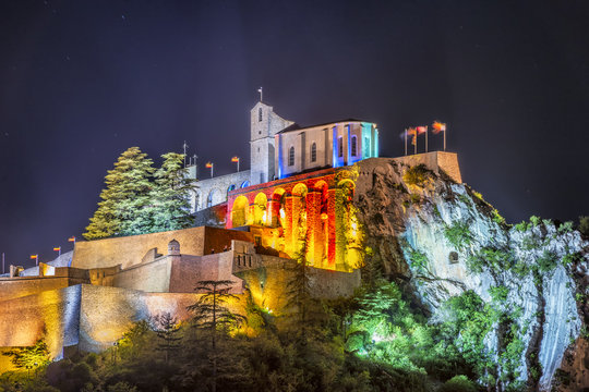 Amazing medieval fortress of Sisteron at night.