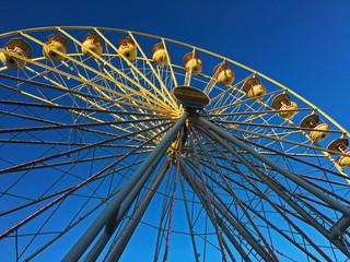 Riesenrad im Sonnenlicht