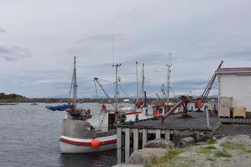 Norwegen, Lofoten, Hovsund, Hafen, Fischerboot, Fischerboote, Leuchtturm, Nordland, Gimsøy, Gimsøya, Vågan, Sundklakkstraumen, Hafenmauer
