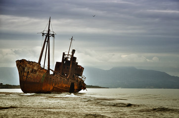 Photo sur Toile Naufrage Dimitrios is an old ship wrecked on the Greek coast and abandoned on the beach