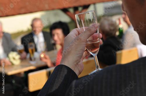 Hand Halt Bierglas Sektglas Bier Glas Anstossen Hochzeit Feier