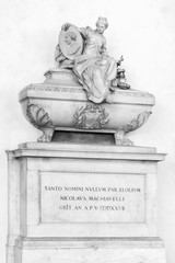 Grave of Machiavelli BW