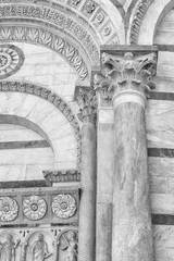 Fototapete - Classical wall with graceful column and arch in Pisa, Italy