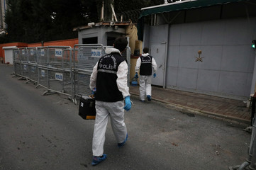 Turkish police forensic experts arrive at the Saudi Arabia's consulate in Istanbul
