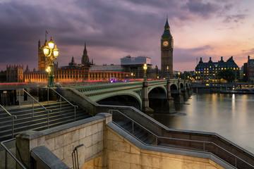 Wall Mural - Die Brücke von Westminster mit dem Parlament und Big Ben Turm an der Themse in London bei Sonnenuntergang