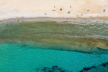 Wall Mural - Luftansicht des Strandes von Megali Ammos auf Mykonos, Kykladen, Griechenland