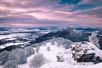 Foto auf Acrylglas Lavendel Blick auf die Burg Hohenzollern im Winter bei Sonnenuntergang